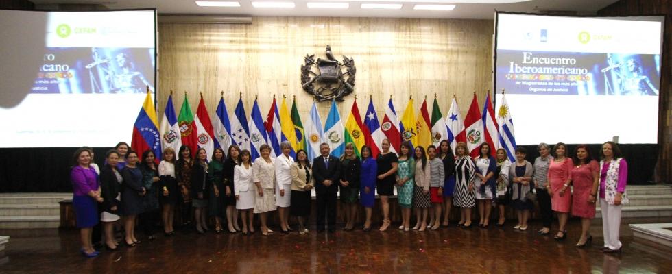 Realizan foro sobre el aporte de las mujeres a la buena gobernanza