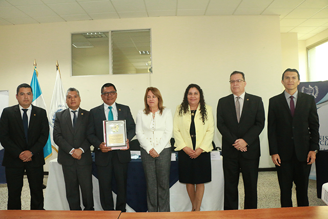 Cámara de Amparo y Antejuicio realiza reunión de trabajo y entrega de reconocimientos a jueces de trabajo